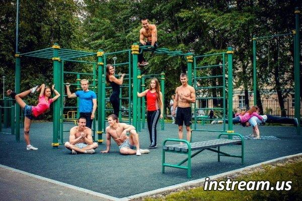 Тренировки на улице для мужчин и девушек