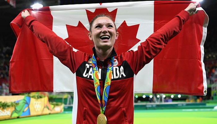 Капитан сборной Канады Розанна Макленнан во время церемонии открытия Олимпийских игр 2016 года в Рио