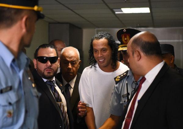 Роналдиньо выпустили под домашний арест